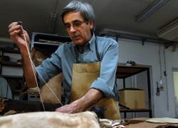 Proceso de fabricación de la bota de vino tradicional :: Fotografía: Nando Ruiz